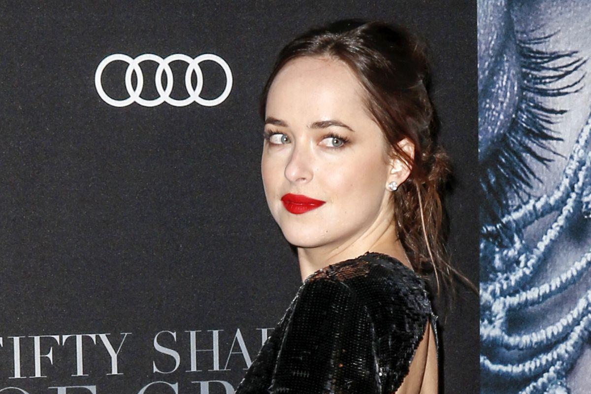 Dakota Johnsons Best Fifty Shades Darker Dresses Reviewed By Her