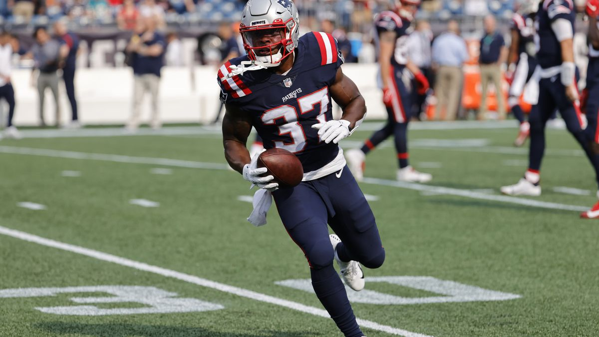 New England Patriots running back Damien Harris (37)in warm up before a game between the New England Patriots and the Miami Dolphins on September 12, 2021, at Gillette Stadium in Foxborough, Massachusetts.