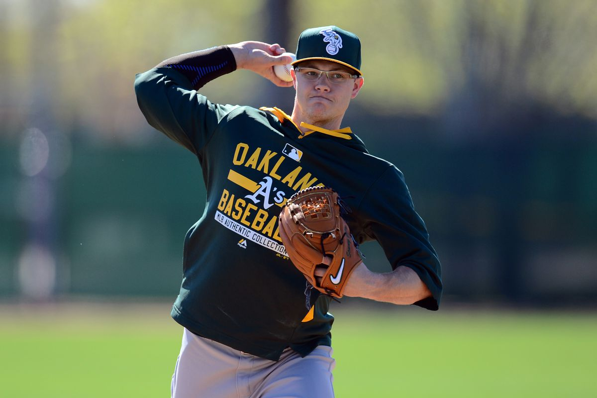 Sonny Gray warms up