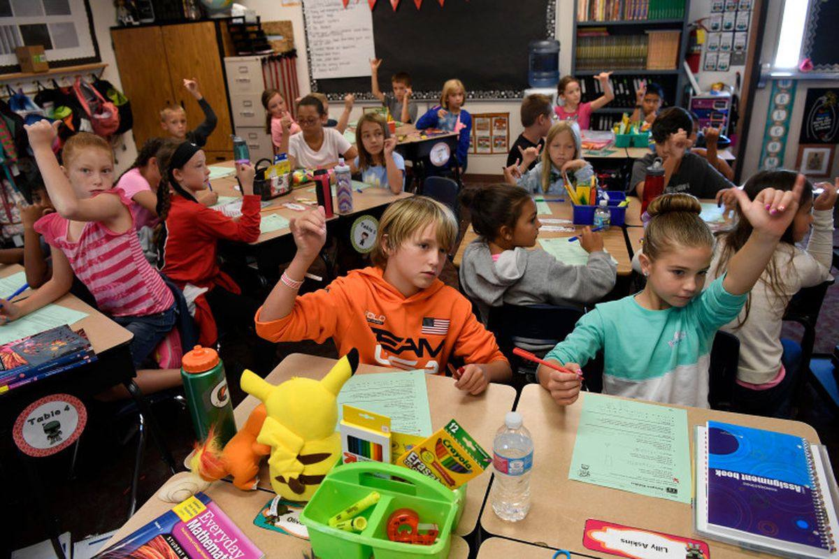 """Students pack in Jennifer Hetrick's 4th grade classroom, in a temporary modular """"cabin"""" building at Meridian Elementary in the Adams 12 district. (Photo by Andy Cross/The Denver Post)"""