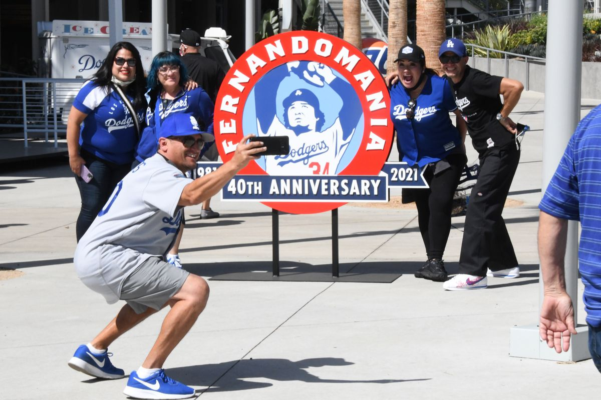 Los Angeles Dodgers defeat the Washington Nationals 1-0 on Opening Day.