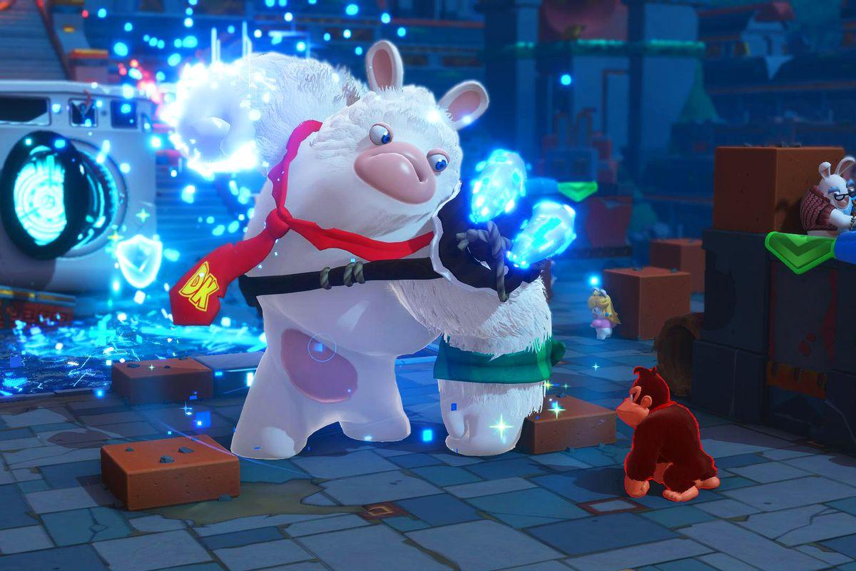 Mario + Rabbids Kingdom Battle: Donkey Kong Adventure - Donkey Kong fighting a giant white Rabbid version of himself