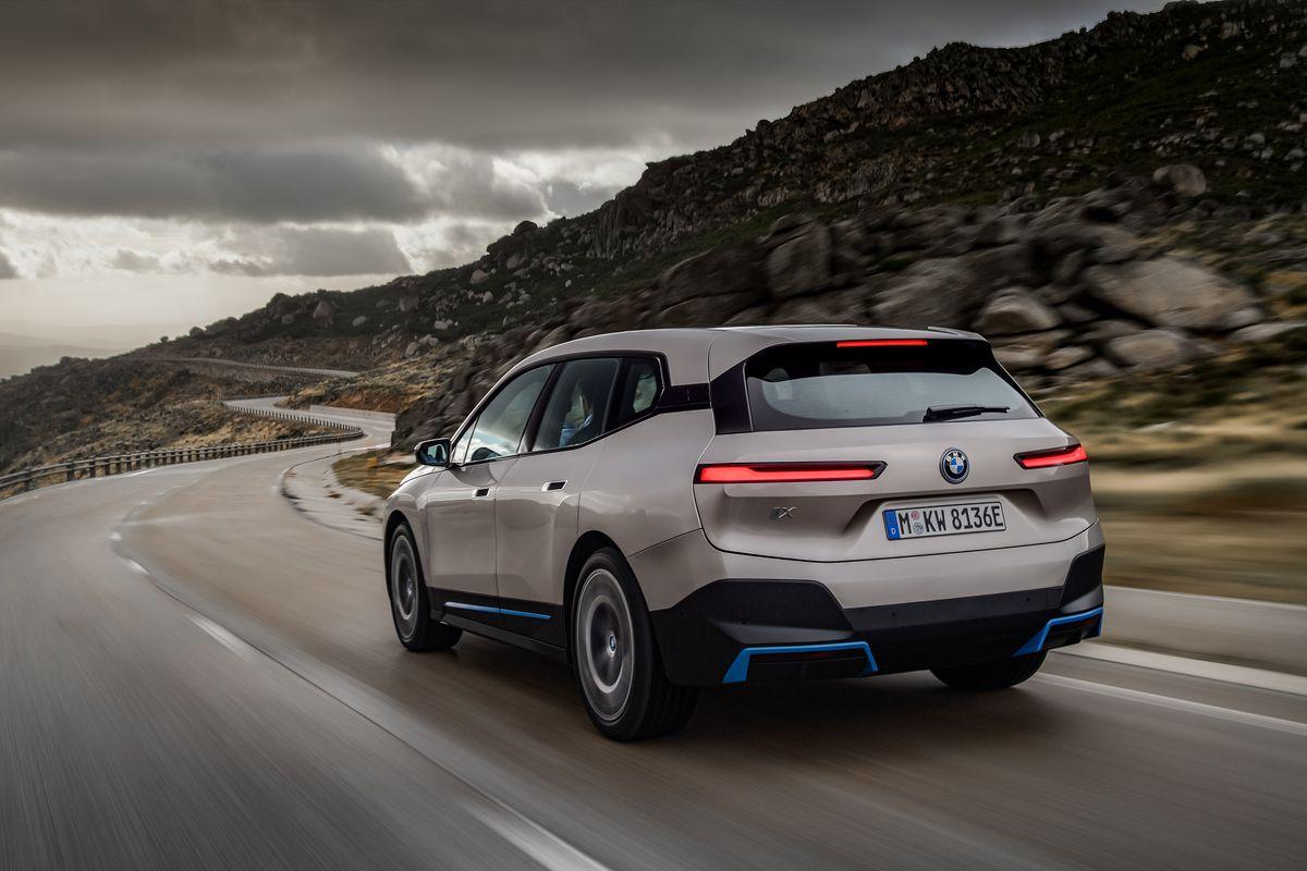 BMW lança seu novo carro-chefe iX SUV elétrico com 300 milhas de alcance 2