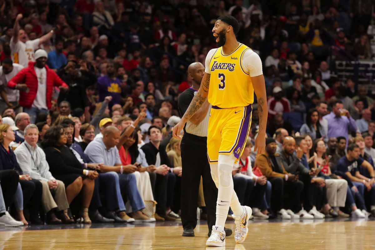 Los Angeles Lakers forward Anthony Davis yells to the crows during the fourth quarter against the New Orleans Pelicans at the Smoothie King Center.