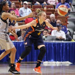 San Antonio Stars' Moriah Jefferson (4) is guarded by Connecticut Sun's Jaime Weisner (4). The two played against each other in this year's Final Four.