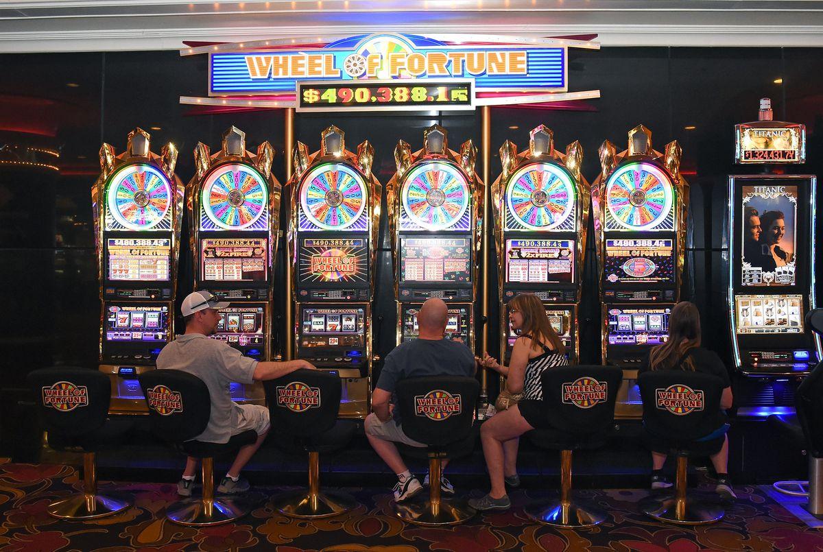 The Riviera Hotel & Casino On The Las Vegas Strip Closing