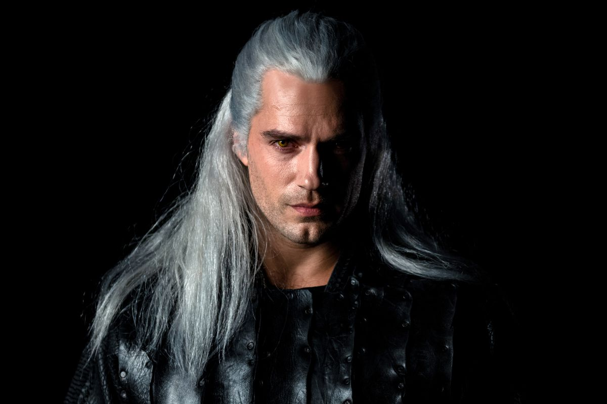 Henry Cavill in Netflix's The Witcher: first look at Geralt ...