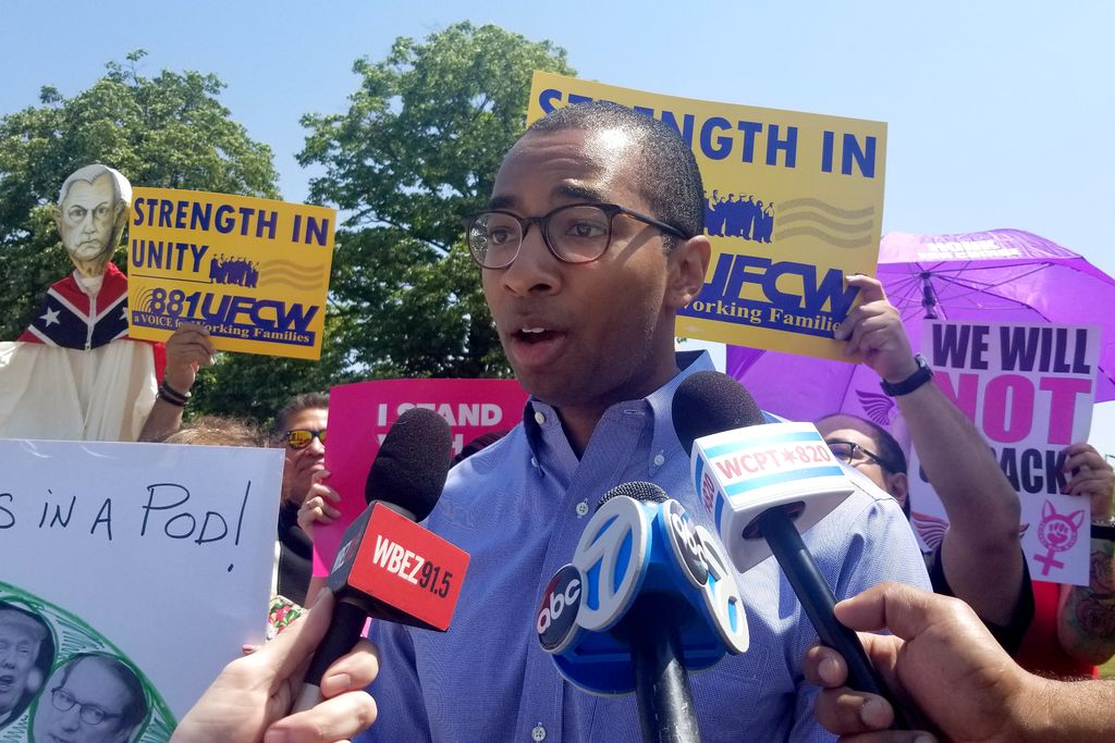 State Rep. Christian Mitchell joins protesters on River Road outside the Westin O'Hare in Rosemont on Friday. | Ashlee Rezin/Sun-Times