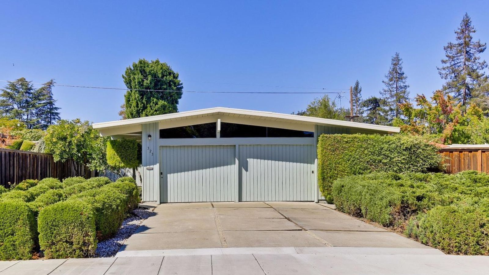 Palo alto eichler featuring revamped interiors asks 2 for Eichler homes for sale bay area