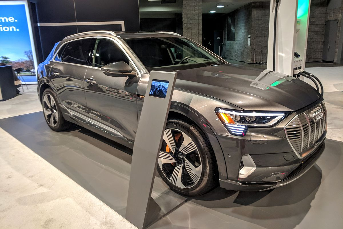 Audi S First Electric Suv The E Tron On Display At 2019 Washington Auto Show Manufacturers Have Used Cars To Comply With Federal Fuel