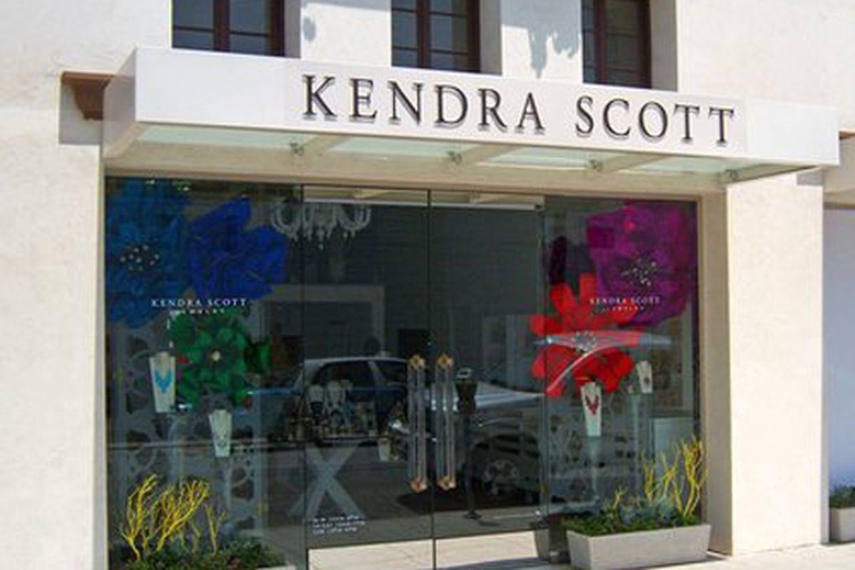 "Kendra Scott Beverly Hills. Photo via <a href=""http://www.yelp.com/biz_photos/AHdK_JWnEJHV9WUTVq5h8Q?select=MI0pbgoF6IxlemP41gAojQ"">Yelp</a>."