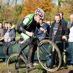 Thibault Nys tests the course