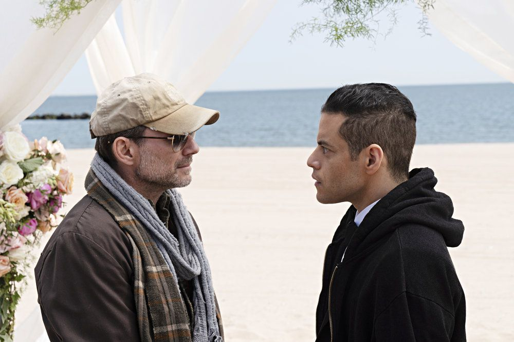 Mr. Robot and Elliot talk out the day's strange events.