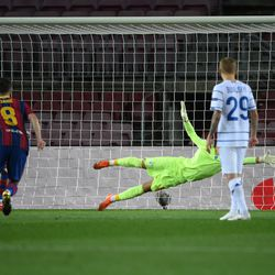 Messi's early penalty gives Barca the lead
