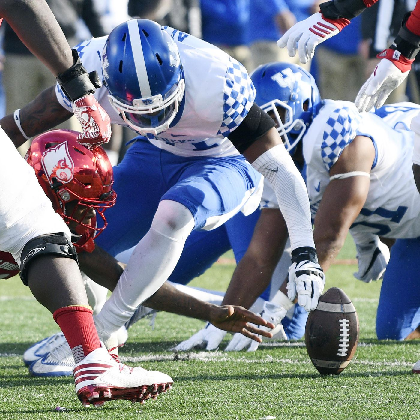 Kentucky Beating Louisville May Cost Lamar Jackson And Cardinals Dearly A Sea Of Blue