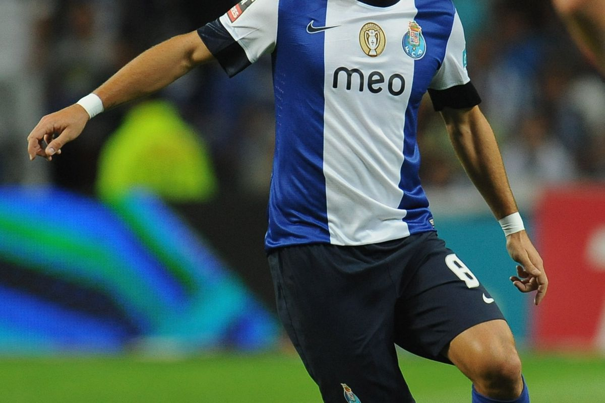 PORTO, PORTUGAL - AUGUST 25:  Joao Moutinho of FC Porto in action during the Liga Zon Sagres match between FC Porto and Vitoria Guimaraes at Estadio do Dragao on August 25, 2012 in Porto, Portugal.  (Photo by Valerio Pennicino/Getty Images)