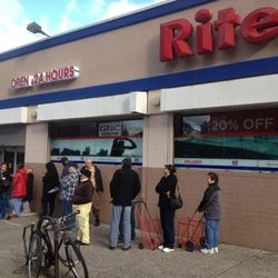 """This morning, Rite Aid on Grand Street (on the LES) was letting in shoppers one by one. Here's a picture of the line via <A href=""""http://www.thelodownny.com/?p=68683"""">The Lo-Down</a>."""