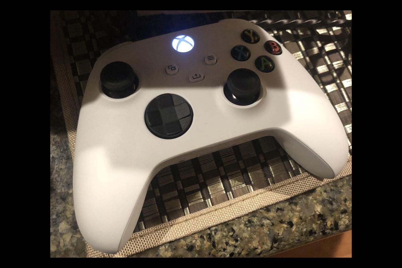 Mysterious white next-gen Xbox controller appears online
