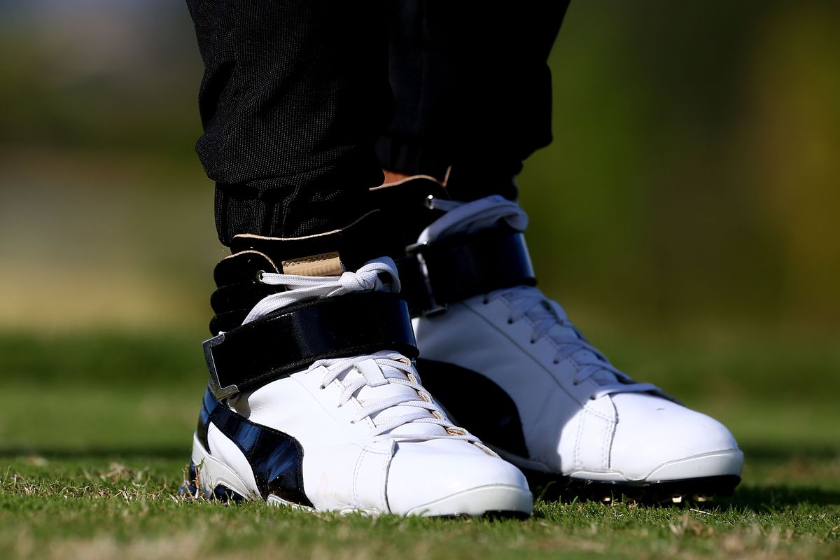 116ac94be260b6 Rickie Fowler is playing golf in high tops and jogging pants ...