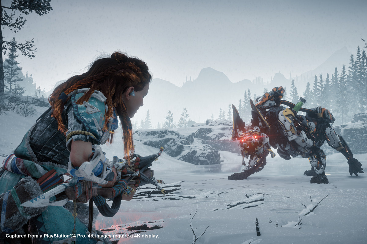 Horizon Zero Dawn: The Frozen Wilds - Aloy squares off with a robot beast on a frozen lake