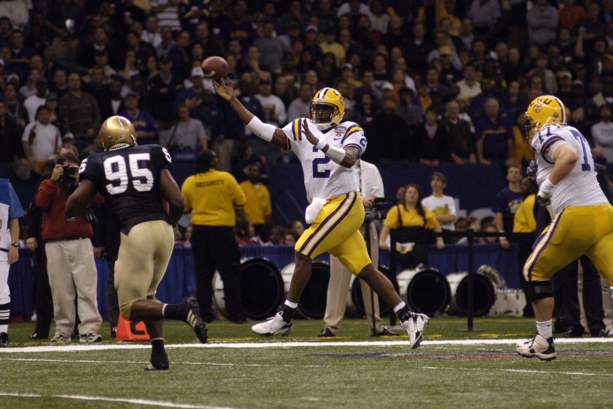 NEW ORLEANS, LA- JANUARY 3, 2007: JaMarcus Russell throws the ball to an open man against Notre Dame during the 2007 Sugar Bowl
