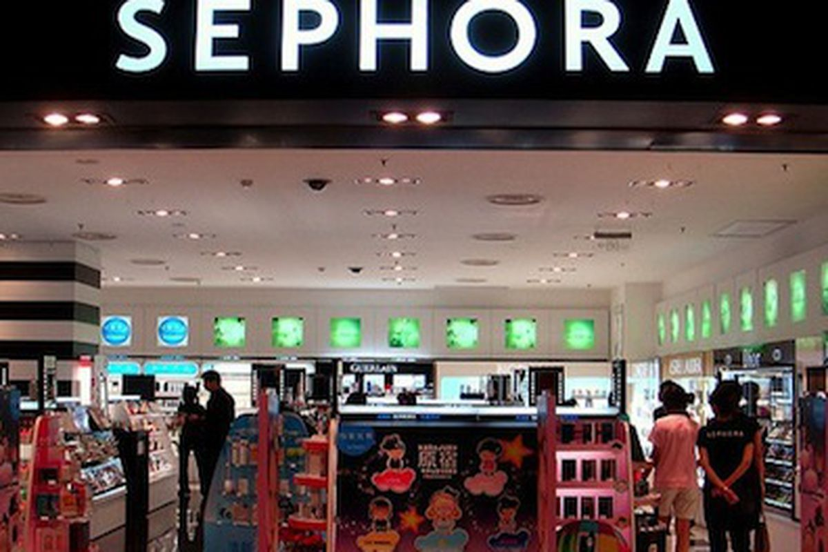 """Photo via <a href=""""http://sproutsocial.com/insights/2013/02/sephora-pinterest-study/"""">Sprout Social</a>"""