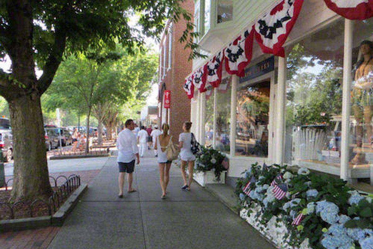 "Image via <a href=""http://www.easthampton.com/fun-trivia/pixgallery1.html"">East Hampton</a>"