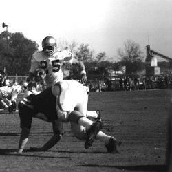 1963-#25 HB Fred Biletnikoff running the football during FSU game in Tallahassee against NCSU.