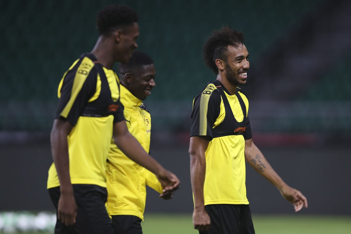 Pierre Emerick Aubameyang set to stay at Dortmund despite transfer