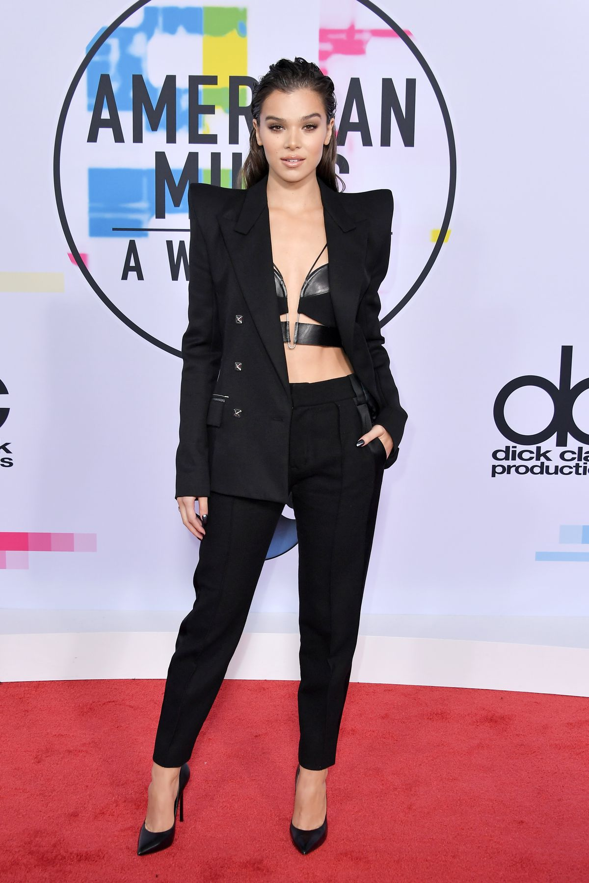 LOS ANGELES, CA - NOVEMBER 19:  Hailee Steinfeld attends the 2017 American Music Awards at Microsoft Theater on November 19, 2017 in Los Angeles, California.