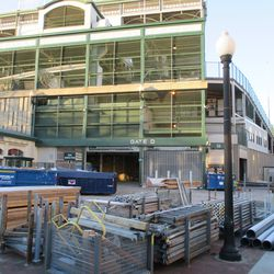 Sun 1/10: another view, Gate D area -