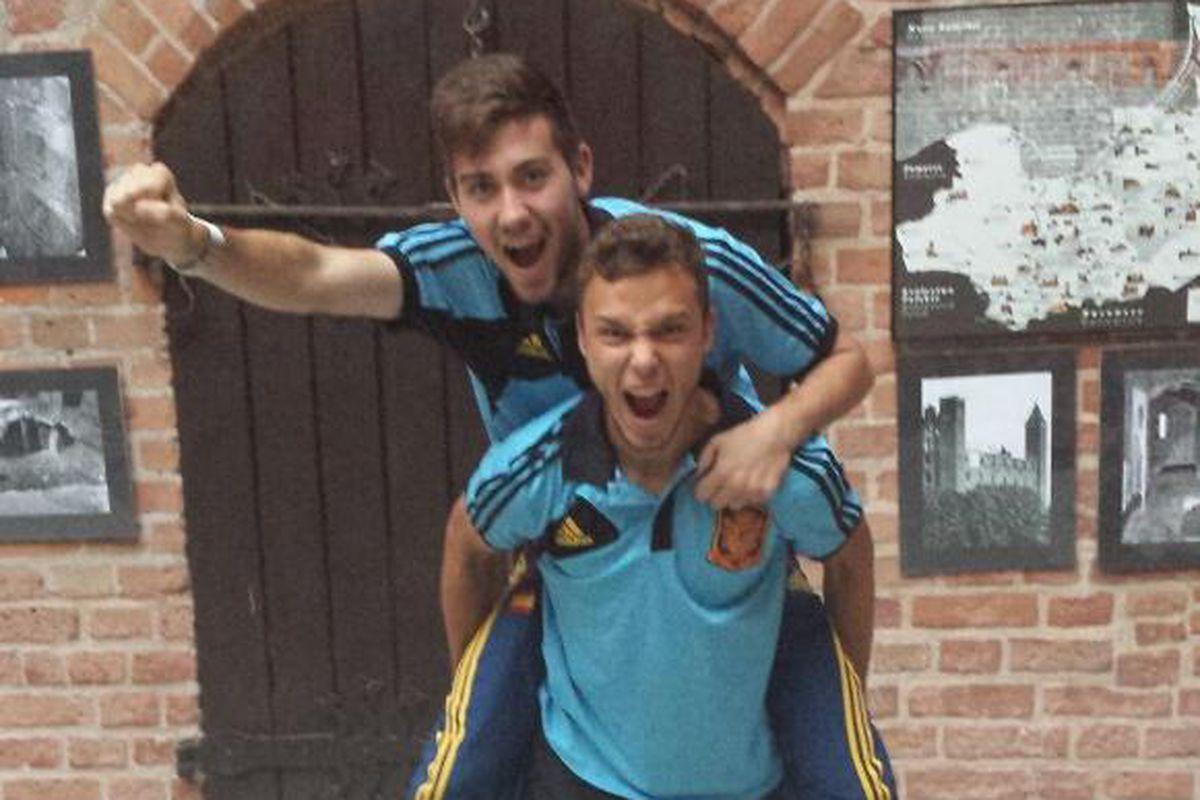 Moi Gomez and Pablo Iñiguez celebrate our return to the Primera