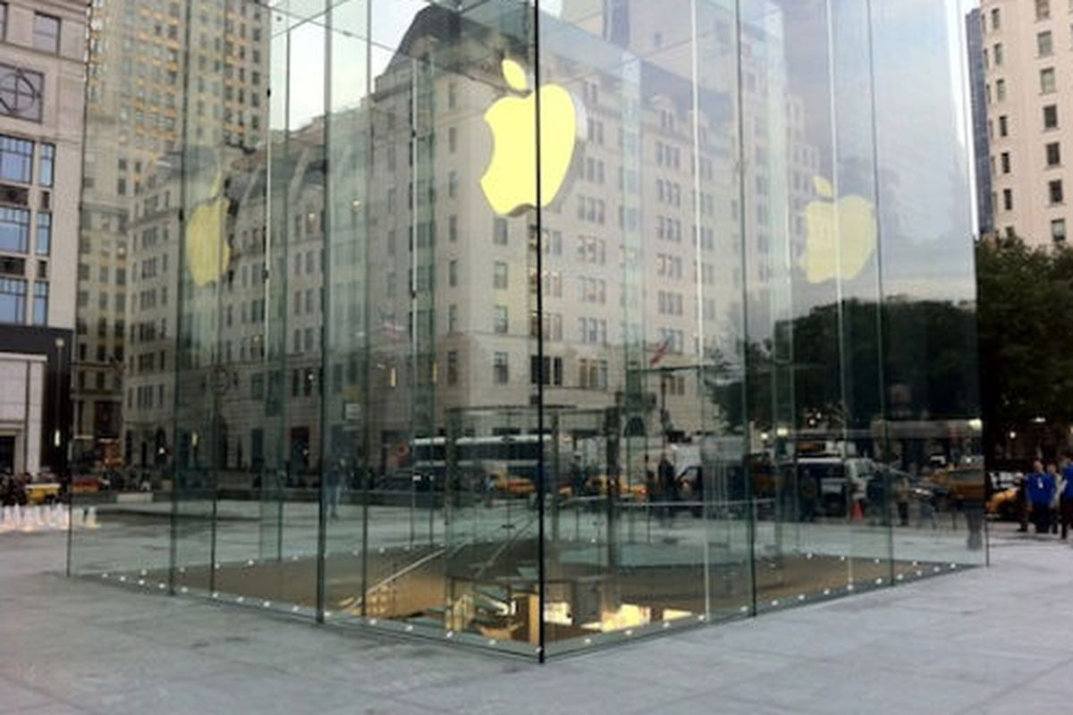 """Image via <a href=""""http://www.macrumors.com/2011/11/04/apples-new-fifth-avenue-store-cube-fully-revealed/"""">MacRumors</a>"""