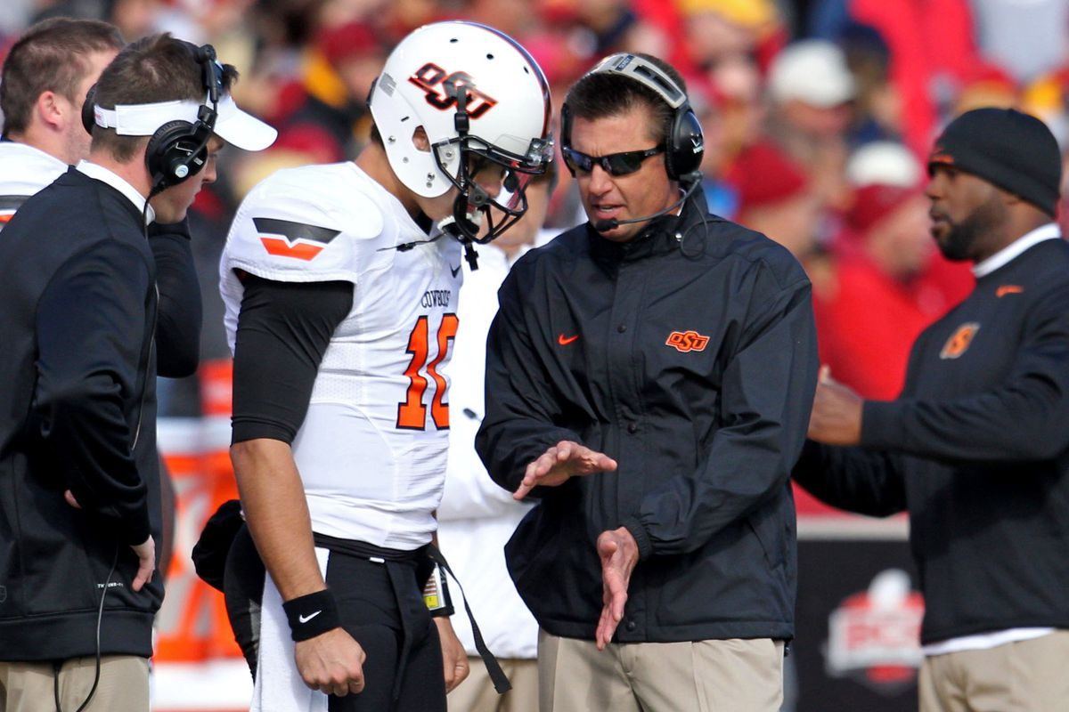Gundy & Chelf obviously discussing how to handle the snap under center against Iowa State.