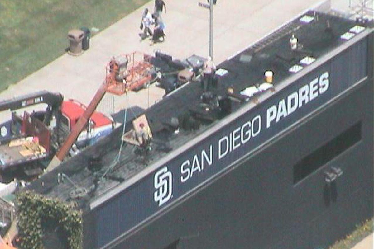 Padres prepare to retire Hoffman's number