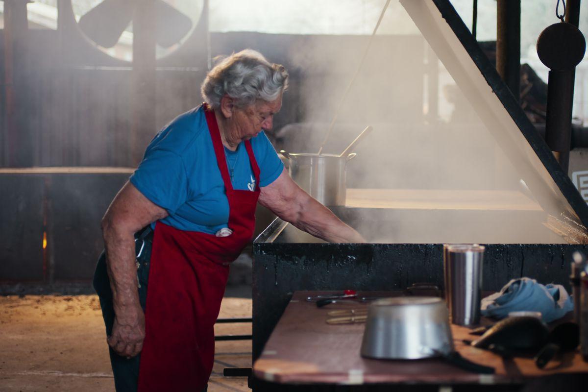 Tootsie Tomanetz at Snow's BBQ's pits