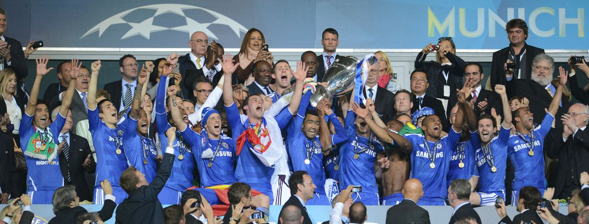 Chelsea's players celebrate after the UE