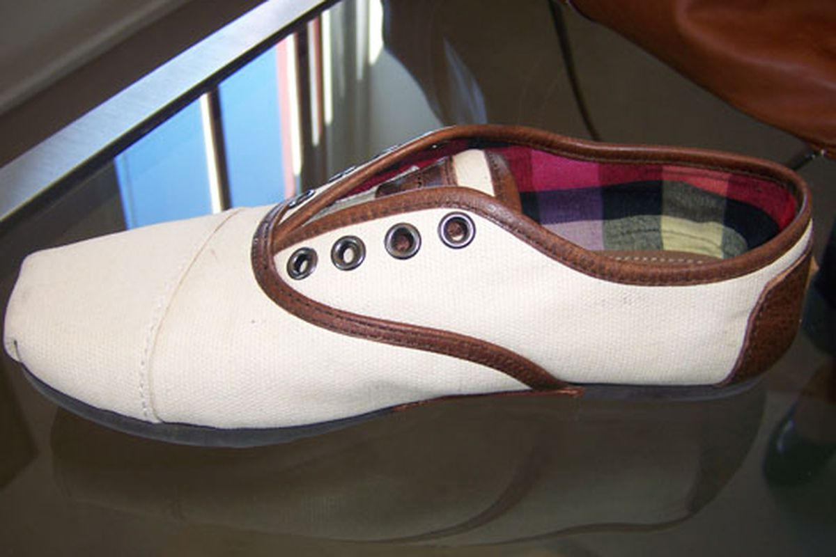 """Image via <a href=""""http://latimesblogs.latimes.com/alltherage/2009/03/all-laced-up-toms-shoes-launches-oxfords-for-fall.html"""">All the Rage</a>"""