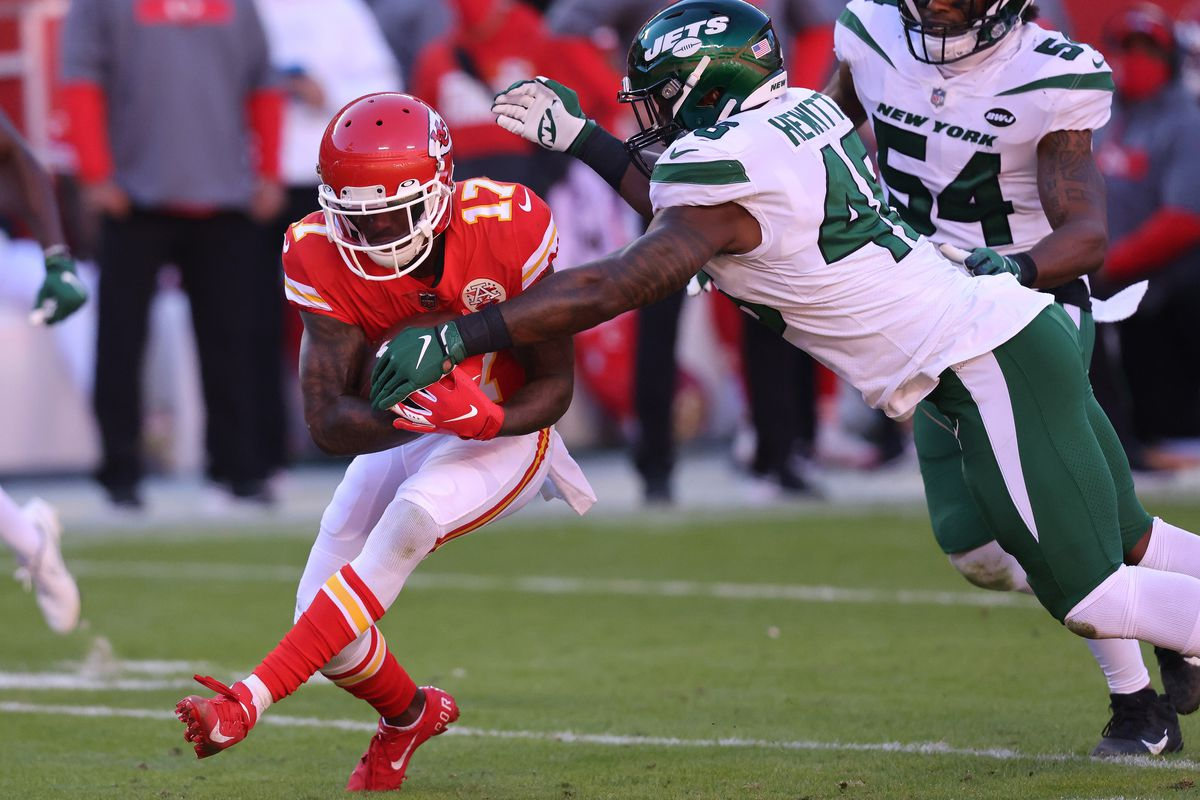 Mecole Hardman #17 of the Kansas City Chiefs runs with the ball against the New York Jets during their NFL game at Arrowhead Stadium on November 01, 2020 in Kansas City, Missouri.