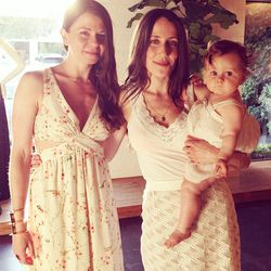 The Glow's founders Kelly Stuart and Violet Gaynor (with her delicious baby, Plum!)