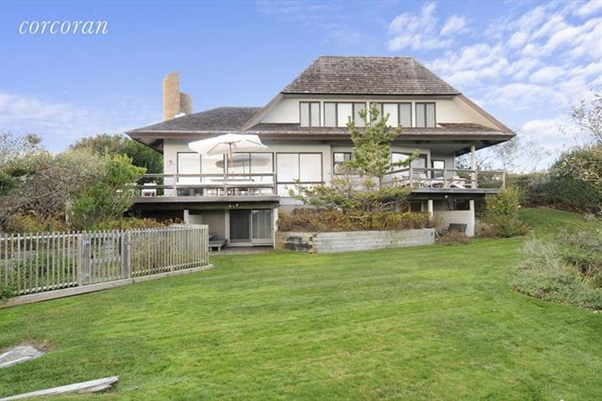 a local broker u2019s montauk home sells for  8 7m curbed