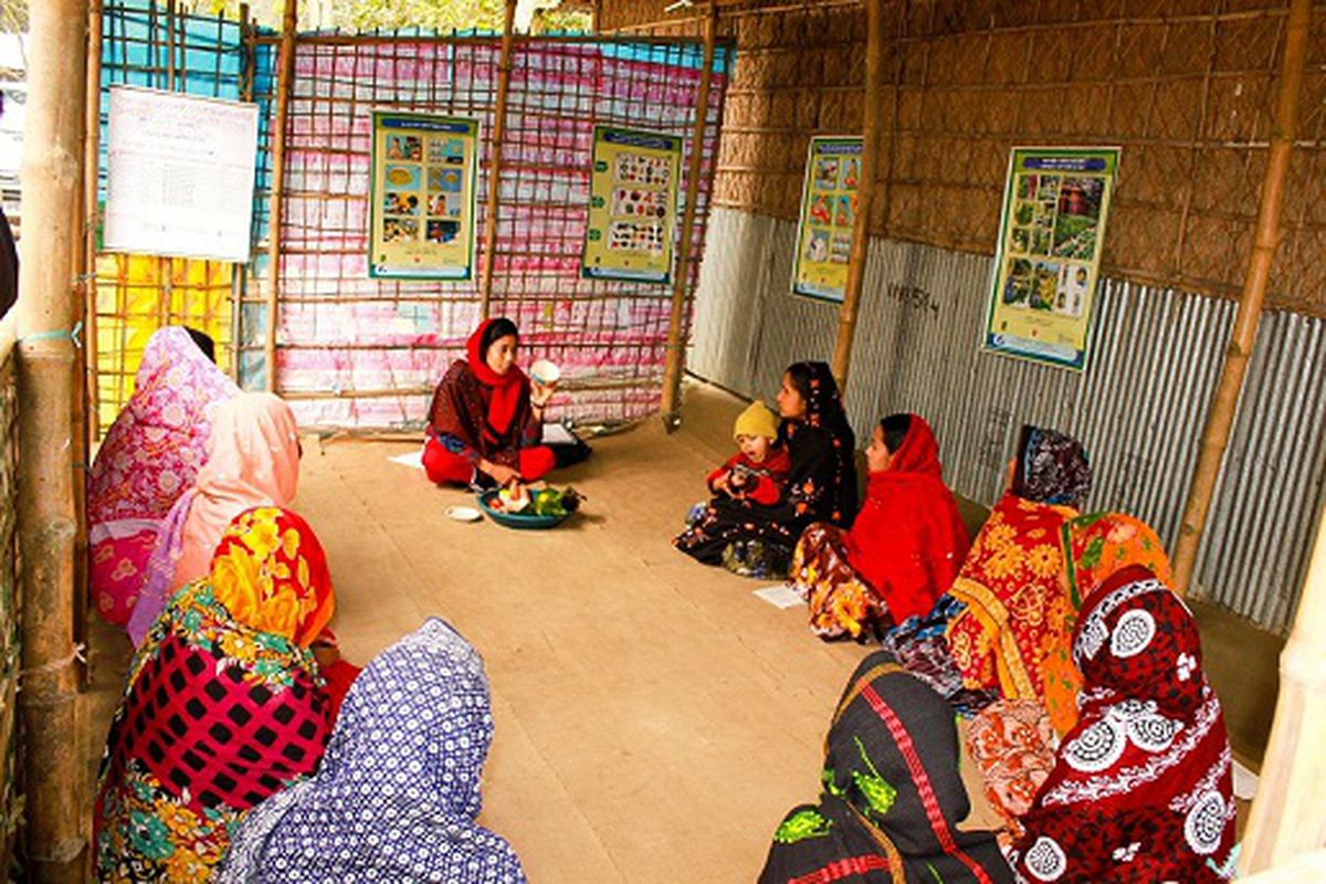 Bangladeshi women in a meeting meant to improve nutrition knowledge