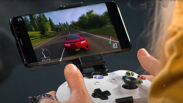 close-up of an Xbox controller connected to a mobile phone playing Forza Horizon 4