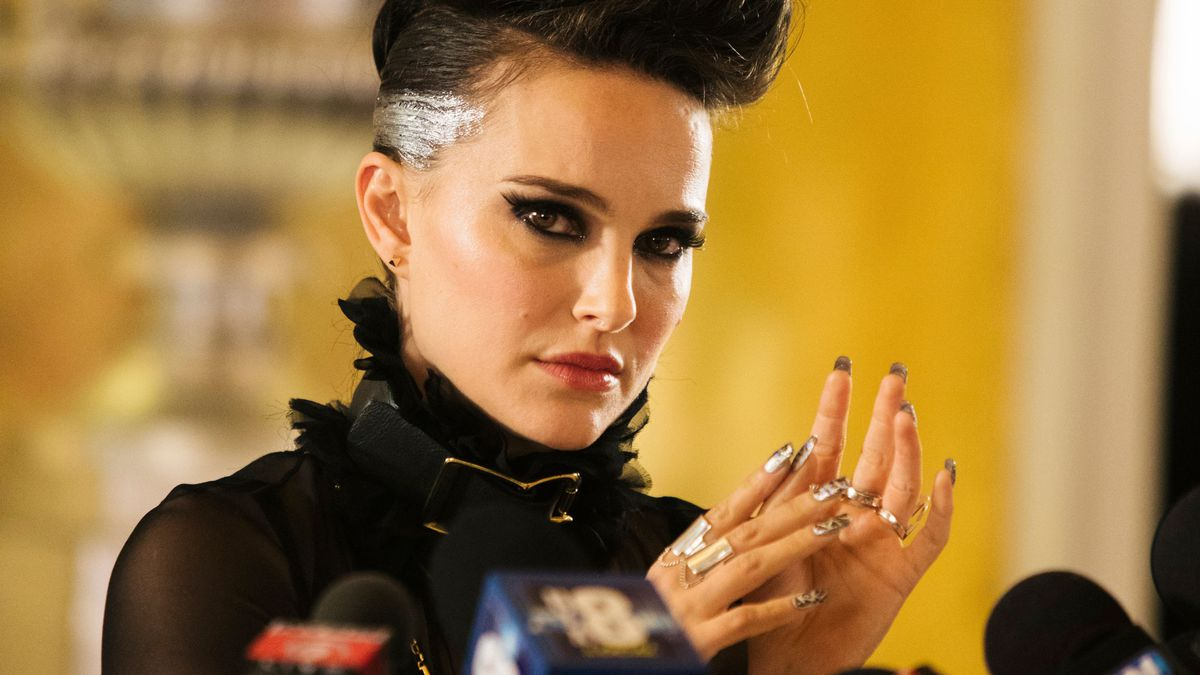 Vox Lux - Celeste doing a thing with her hands