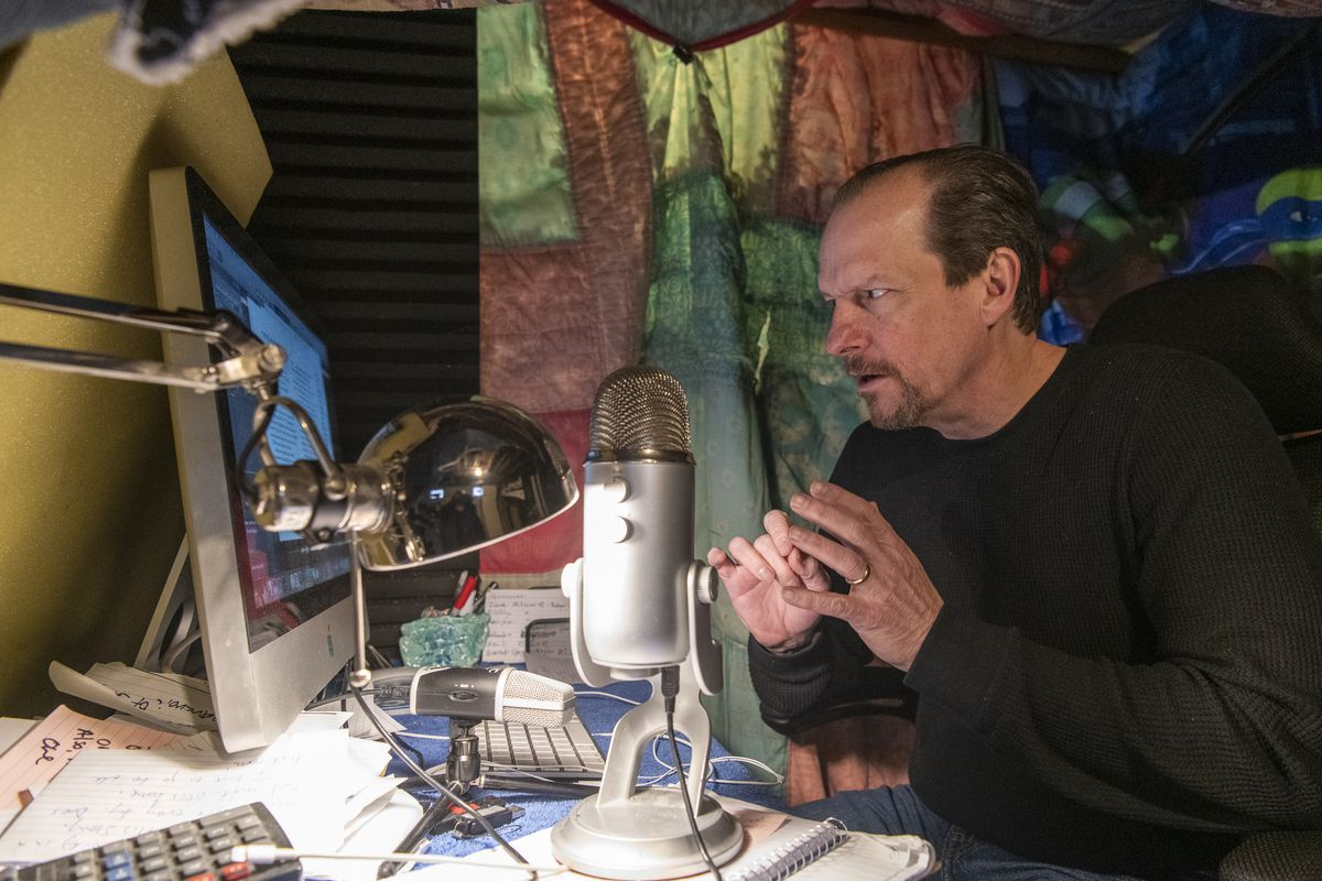 Chicago actor Kevin Theis has recorded some 300 audiobooks. His latest project brings history-making speeches to life.