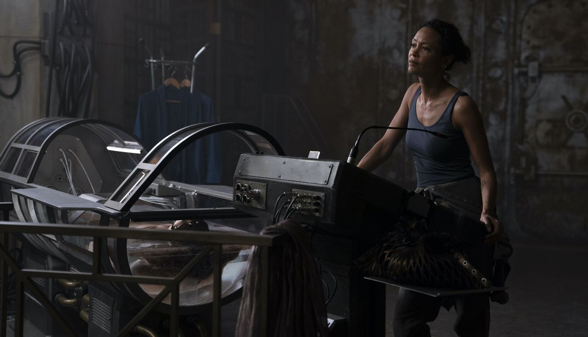 Thandiwe Newton stands by a junky retro-future immersion tank in Reminiscence