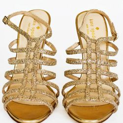 "<a href=""http://www.katespade.com/designer-shoes/womens-flats/poppy/S1041804,default,pd.html?dwvar_S1041804_color=710&start=1&cgid=shoes"" rel=""nofollow"">Poppy heels</a>, $325<br />"