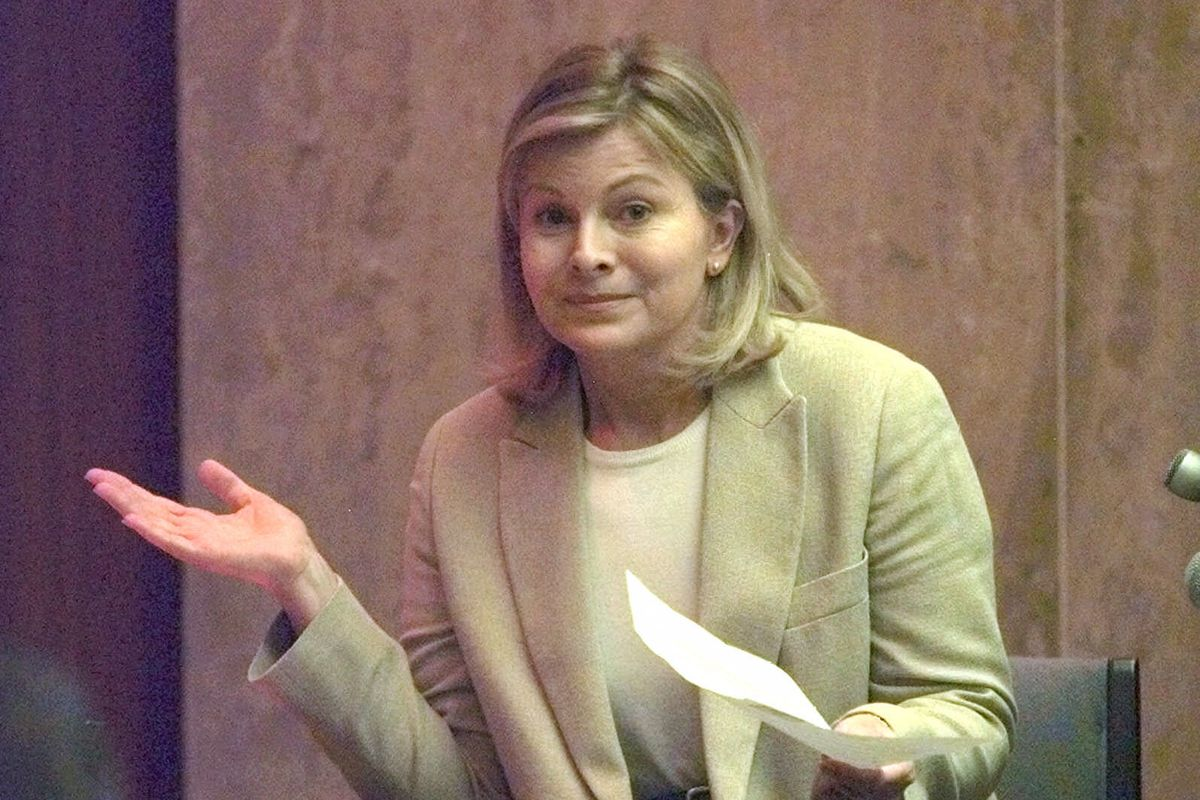Jenny Jones shrugs in response to a question during a 1999 civil trial that said her Chicago talk show contributed to the wrongful death of guest Scott Amedure.