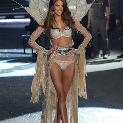 """If you're not worried about this $2.5 million """"Fantasy Bra"""" getting stolen, it's totally wearable-ish."""