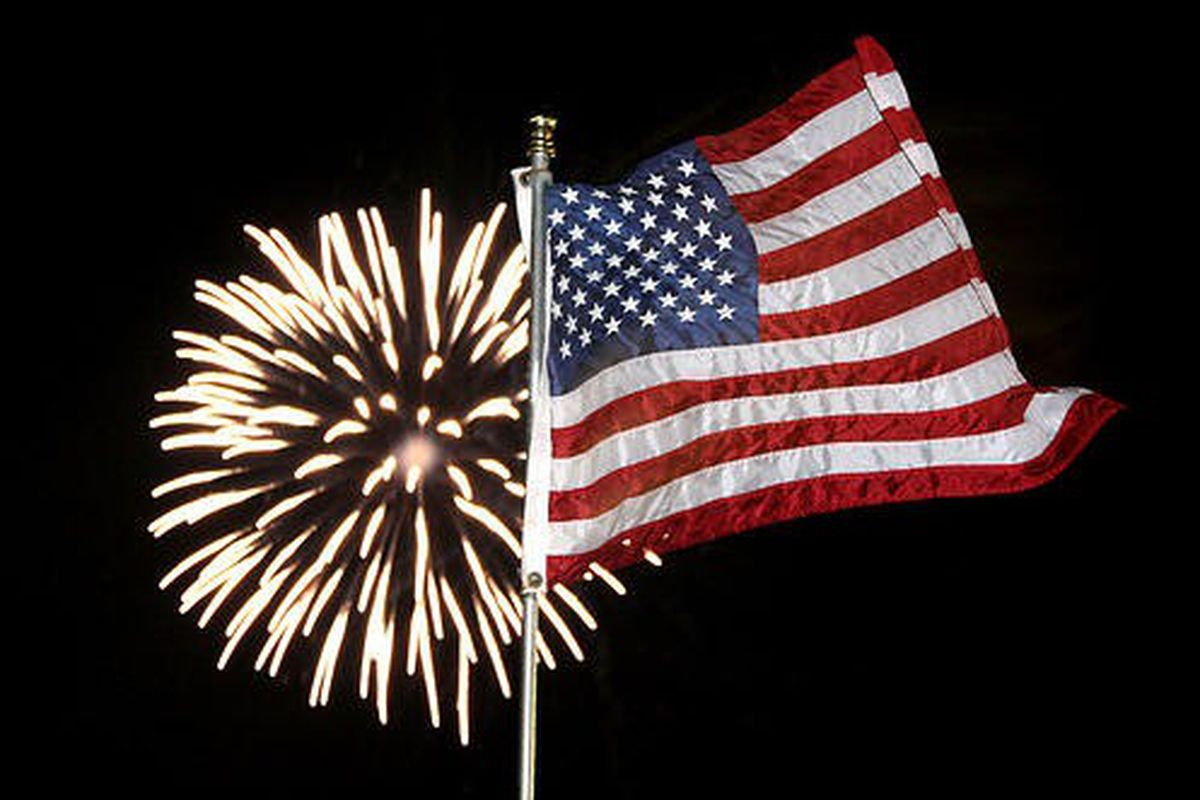 "via <a href=""http://substanceandstyledc.files.wordpress.com/2009/07/american-flag-and-fireworks.jpg"">substanceandstyledc.files.wordpress.com</a>"